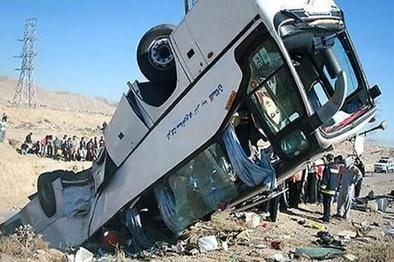 مصدوم شدن 4نفر در واژگونی اتوبوس مشهد - تهران