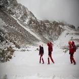 تلاش کوهنوردان و اسکیبازان برای یافتن باقیمانده پیکرها