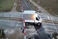 فیلم| لحظه هولناک برخورد مرگبار قطار با یک کامیونت در ترکیه