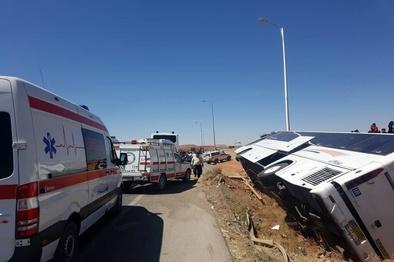 واژگونی اتوبوس در بجستان ۱۱ مصدوم در پی داشت