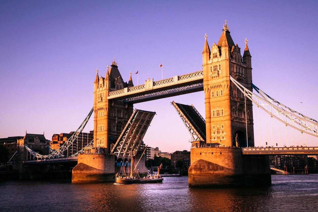 پل تاور بریج (Tower Bridge) - انگلیس