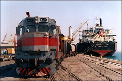 فراهم شدن امکان جابه جایی کانتینر از طریق راه آهن بین بنادر خرمشهر و امام
