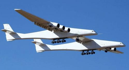 اولین پرواز بزرگترین هواپیمای جهان