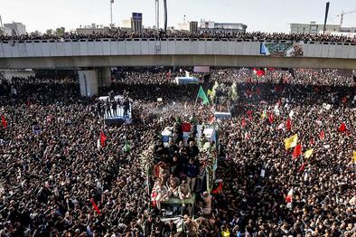 خاکسپاری پیکر شهید  سلیمانی در کرمان به تعویق افتاد