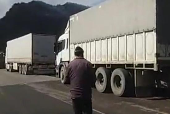 فیلم| صف طولانی کامیونهای ایرانی در ارمنستان برای انجام تست کرونا