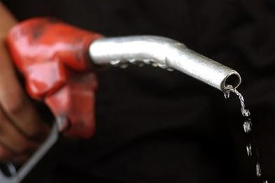 انتقاد کامیونداران از فروش سوخت ناخالص در جایگاهها + فیلم