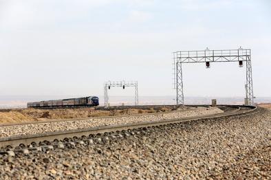 احداث راهآهن تندرو برای شیراز و بوشهر توجیه اقتصادی ندارد