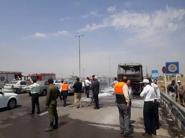 آتش گرفتن اتوبوس مسافربری در اتوبان قم - تهران