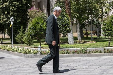لاریجانی قولی برای ادامه کار شهردار فعلی تهران نداده است