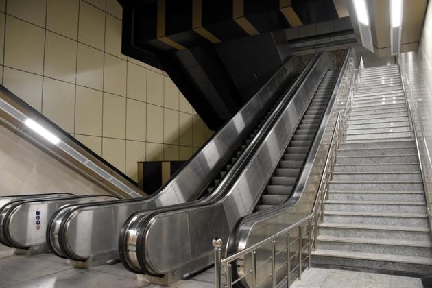 برنامهریزی برای نصب و راه اندازی 158 دستگاه پله برقی و 46دستگاه آسانسور در خط 7/اضافه شدن 16 ورودی به این خط