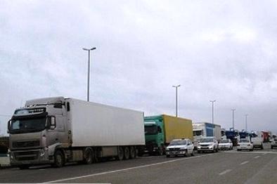افزایش ظرفیت تردد کامیون در مرز بازرگان به ۱۲۰۰ دستگاه