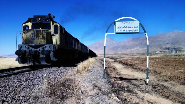 افزایش سرعت قطارها با تعویض ریلهای راهآهن اراک