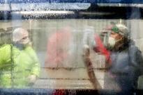 شستشوی اتوبوس های شهری اراک برای پیشگیری از کرونا