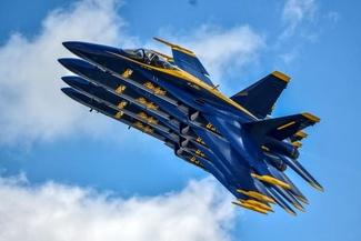 عکس/ «فرشتههای آبی» از دریچه دوربین عکاس رویترز