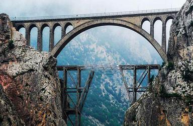 تصویری از ورسک قبل و بعد از ساخت پل ریلی