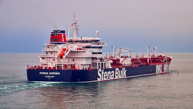 کشتی های انگلیس موقتاً از تنگه هرمز تردد نکنند