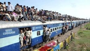 مسافران عجیب این قطارها بدون صندلی هم به مقصدشان میرسند