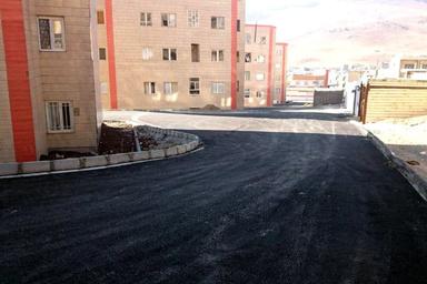 آسفالت محوطه پروژههای مسکن مهر شهرستان بیجار در کردستان
