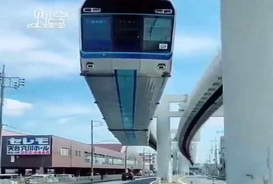 نوعی دیگر از حمل و نقلی مسافری ریلی؛ قطار  معلق