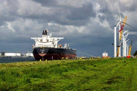 Asia Tankers-Firmer MidEast, WAfrica sentiment supports VLCC rates
