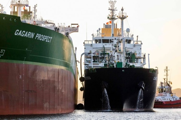 Shell's Cardissa Carries Out Its 1st LNG Ship-to-Ship Bunkering