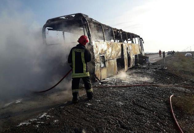 9 مصدوم در آتشسوزی یک اتوبوس در یزد