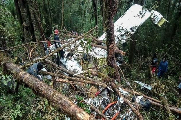 سقوط هواپیمای مسافری در اندونزی 8 کشته برجای گذاشت