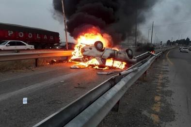 راننده متواری حادثه جاده سروستان دستگیر شد/ ۷ نفر در آتش سوختند