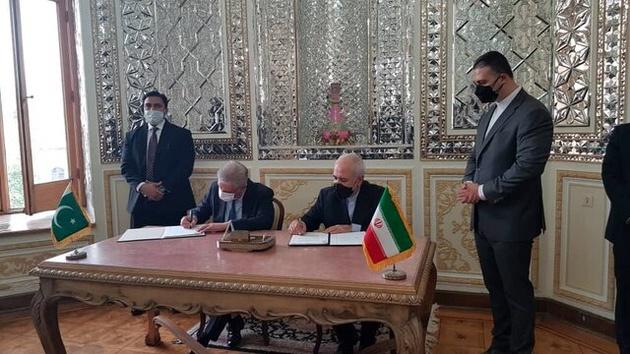 امضای یادداشت تفاهم همکاری میان ایران و پاکستان برای ایجاد بازارچههای مرزی
