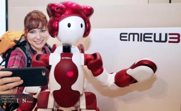 روبات همه فن حریف در فرودگاه توکیو