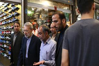 رئیس مجلس به بازار تهران رفت/ لاریجانی: ریشه تلاطم ارزی شخصی خارج از کشور است