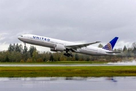 United to premier ۷۷۷-۳۰۰ER on Hong Kong flights