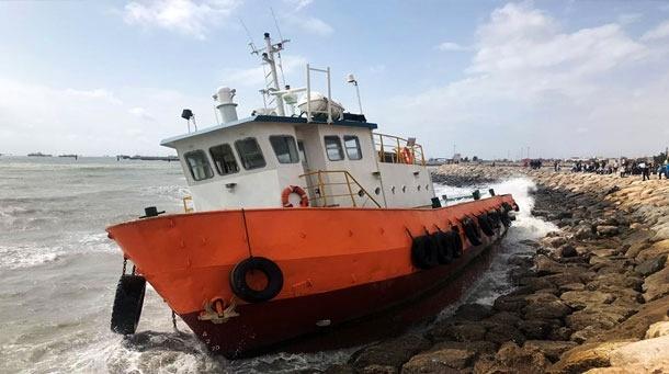 نجات جان ۹ دریانورد مضطر شناورهای بهگلنشسته در بندرعباس بر اثر طوفان