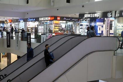 تصاویر| بازار موبایل در روزهای کرونایی