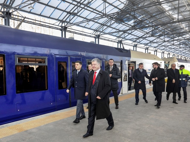 Poroshenko inaugurates airport link in Kyiv