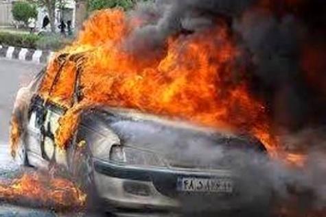 خودروی پژو ۴۰۵ در سانحه رانندگی همدان آتش گرفت