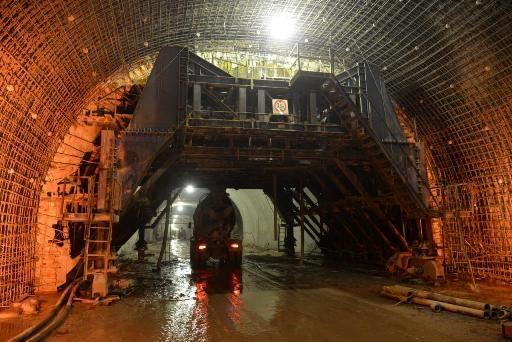 رکورد عملیات لاینینگ در تونل سهخطه آزادراه اراک- خرمآباد ثبت شد