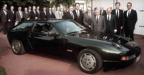 پورشه در کنار مدل 942 سال 1984