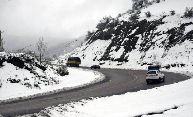 بارش برف در سه محور استان اصفهان/ تردد در تمام راه ها برقرار است