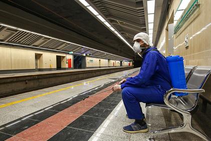 ضدعفونی کردن واگنهای خط یک مترو اصفهان