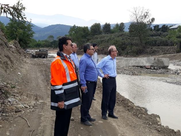 تاکید بر  بازسازی سریع راههای تخریبشده و پلهای آسیبدیده از سیل