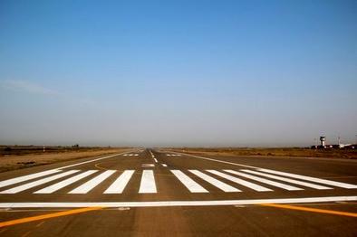 خط کشی و رنگ آمیزی سطوح پروازی فرودگاه مشهد