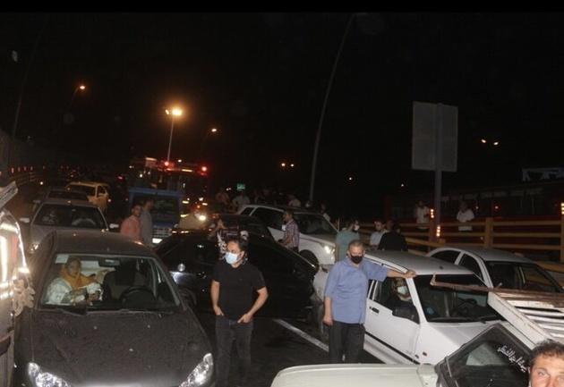 تصادف ١۴ خودرو در بزرگراه امام علی به دلیل ریختن ضایعات مرغ