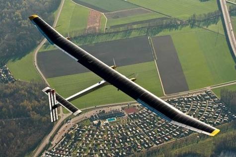 هواپیمای خورشیدی از آتلانتیک رد شد