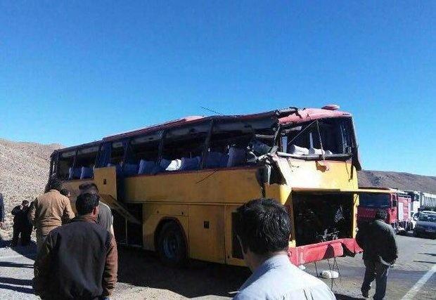 ۱۶ مجروح در تصادف اتوبوس و تریلی/ یک نفر کشته شد