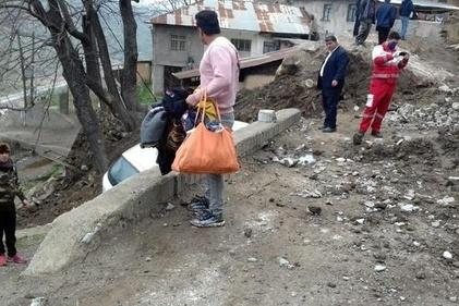 ریزش وحشتناک کوه در روستای پیت سرا سوادکوه