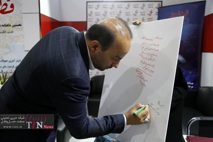 بازدید بابک احمدی از غرفه تین در نمایشگاه ریلی