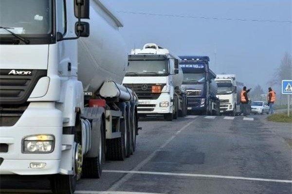 بخشنامهای که منجر به بیکاری شرکتهای حملونقل بین المللی و رانندگان میشود