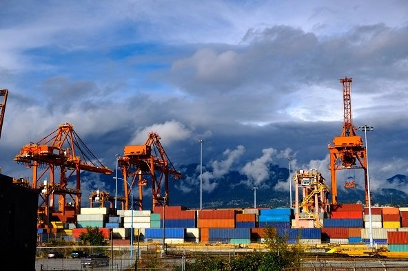 Crane Falls onto Evergreen Containership at Vancouver Terminal