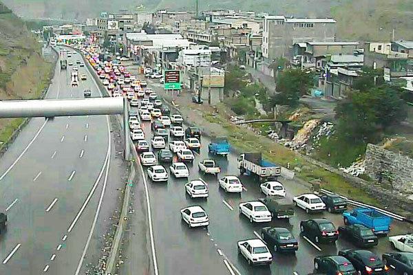 ترافیک سنگین درآزادراه کرج-تهران/باران در استان گیلان